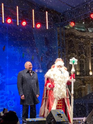 Александр Говорунов и Дед Мороз. Фото официального сайта Администрации Петербурга gov.spb.ru