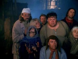 Люди на свалке. Скриншот с фильма Небеса обетованные
