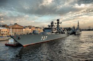 Петербург готовится к проведению Главного военно-морского парада – меняется график разводки мостов и вводятся ограничения движения